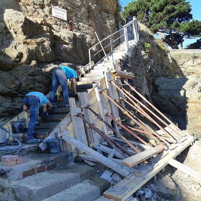 Réparation et coulage d''un escalier béton pour accès plage - Dinard - 35