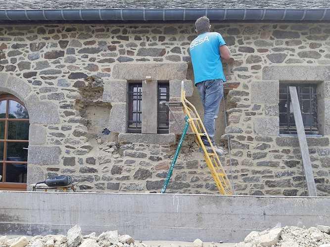 Ouverture d''un mur pierre pour création d''une fenêtre et condamnation d''une porte de garage 20180919144307