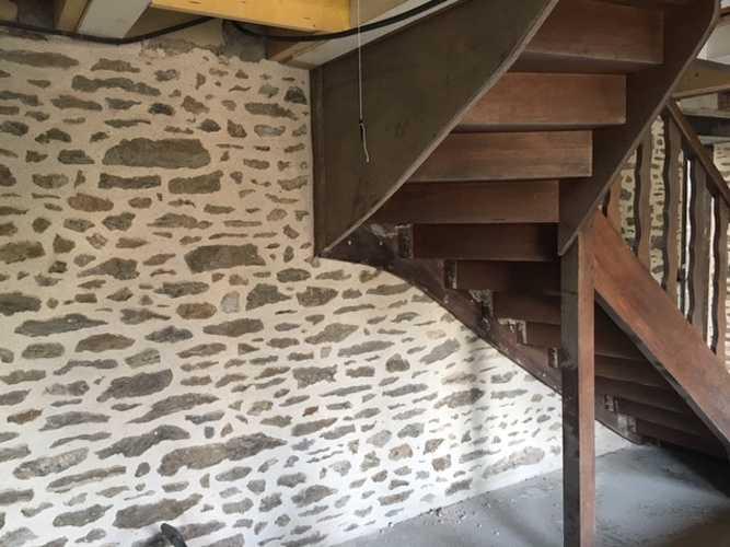 Joint Chaux intérieur et percement mur avec renfort acier - Chantier Dinard 0