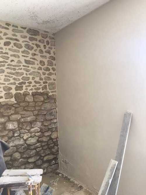 Mur pierre intérieur enduit à la Chaux img1637