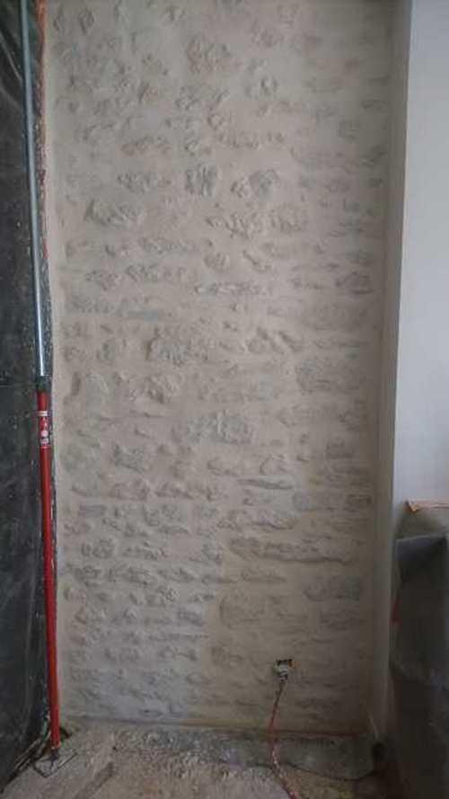 Mur pierre intérieur enduit à la Chaux img1646