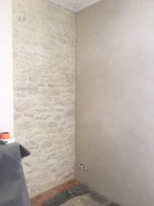 Mur pierre intérieur enduit à la Chaux img1653