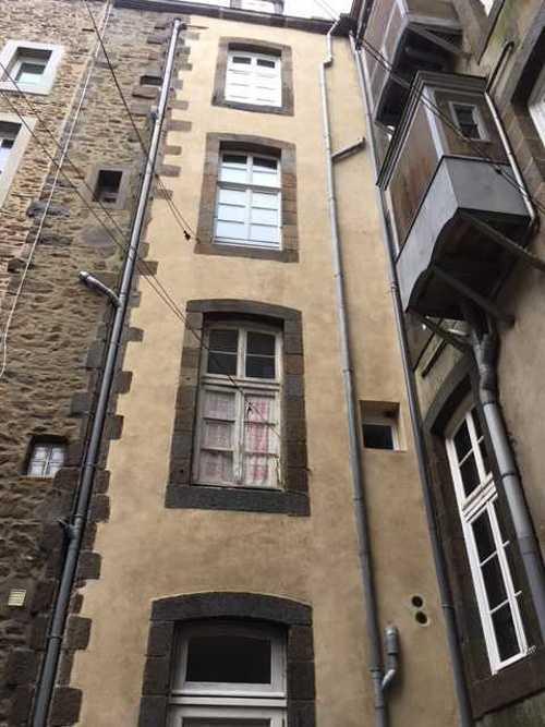 Enduit à la chaux à l''ancienne - SAINT MALO Intra Muros , immeuble de 1920 img2258