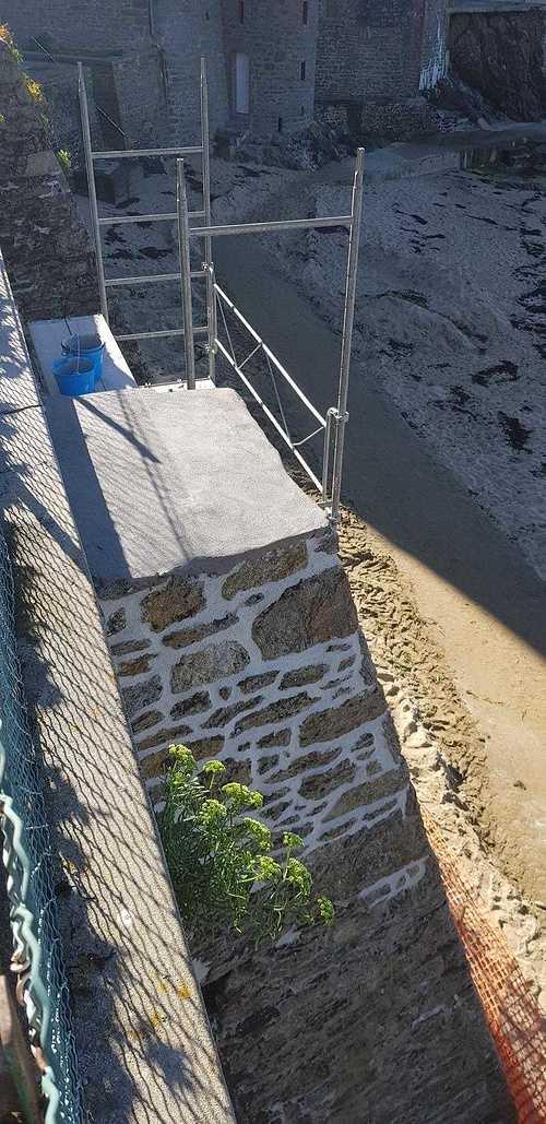Remise en état d''un mur front de mer -St Enogat (35)avec des mortier speciaux special Mer resized2018092416131160321